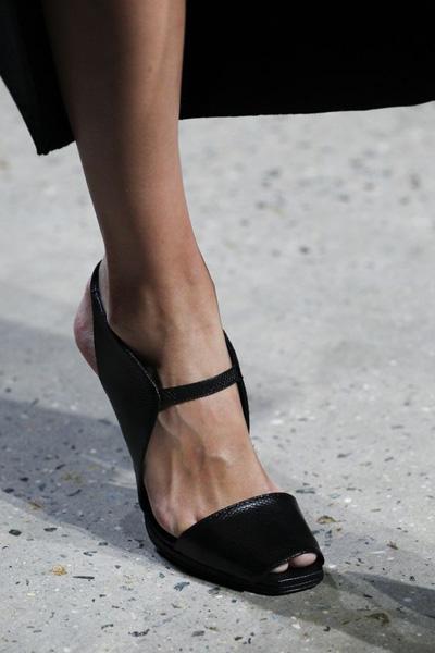 4b08c24a3 تسوقي أحذية تخفي الأظافر غير المرتبة - مجلة هي