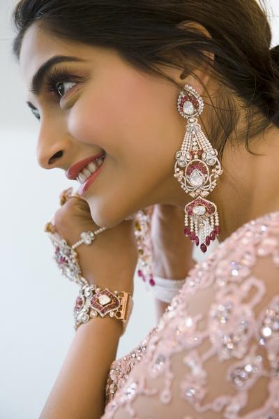 تسوقي مجوهرات بأسلوب سونام كابور