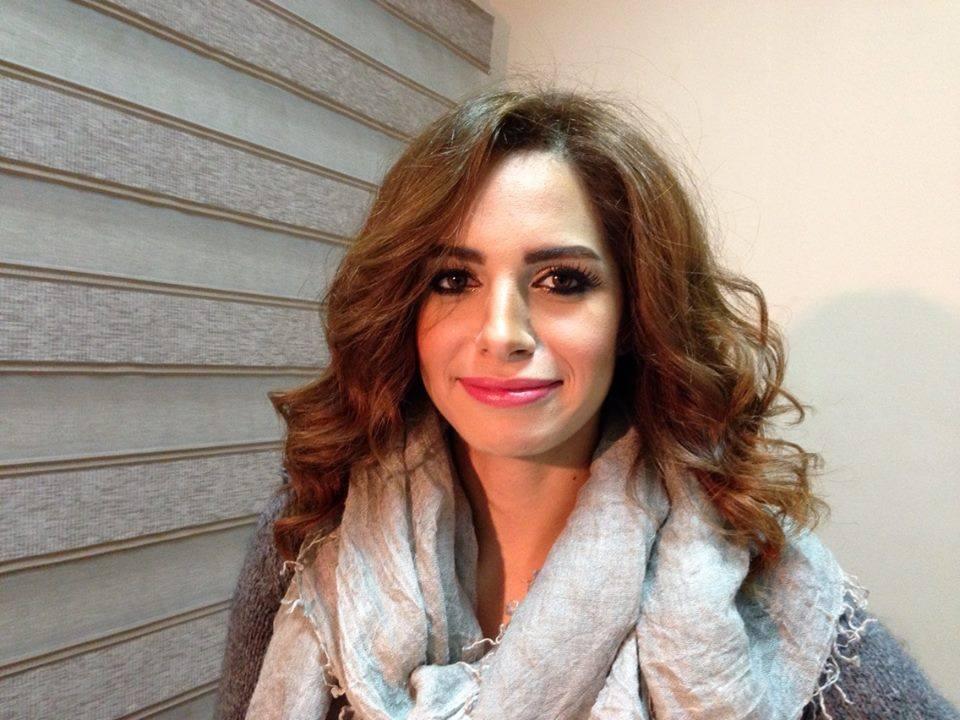 """غادة عبدالرازق تصالح هيفاء والفنانات يكتسين بـ""""الأحمر""""!"""