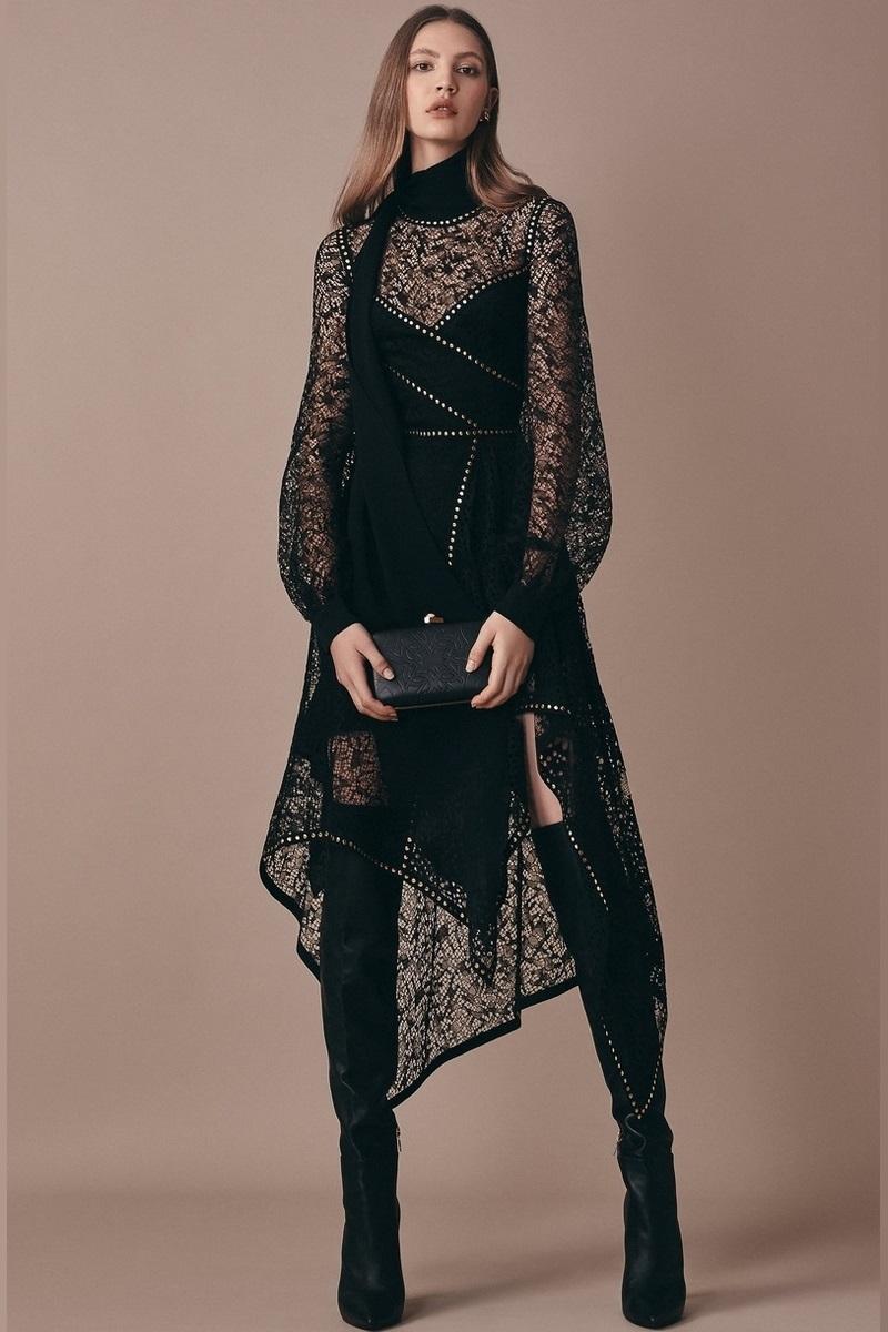 59a67556aa5c1 تسوقي أجمل أزياء الدانتيل لمناسباتك المسائية الأنيقة - مجلة هي
