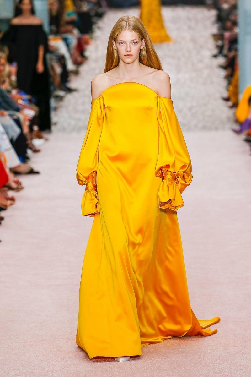 تسوقي أجمل أزياء باللون الأصفر موضة صيف 2019