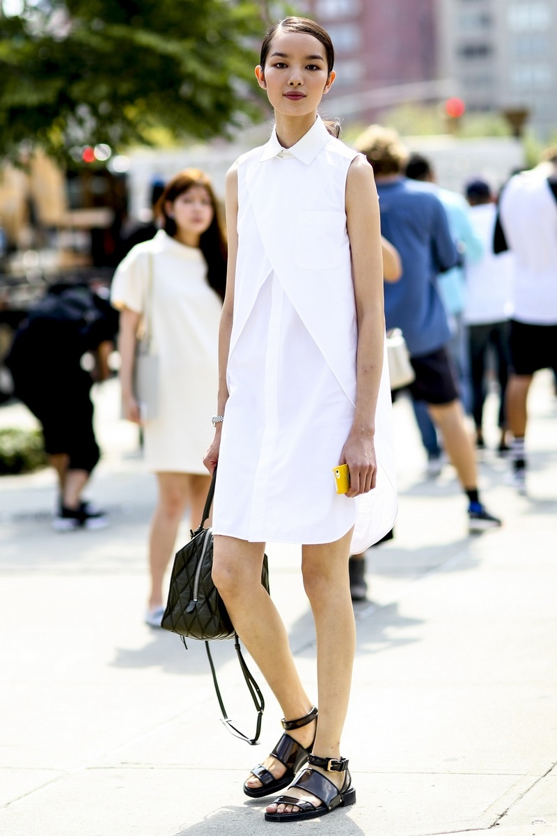 تسوقي منتجات الموضة المرفقة من أجمل تصاميم الصنادل من دون كعب لاطلالات صيفية مريحة.