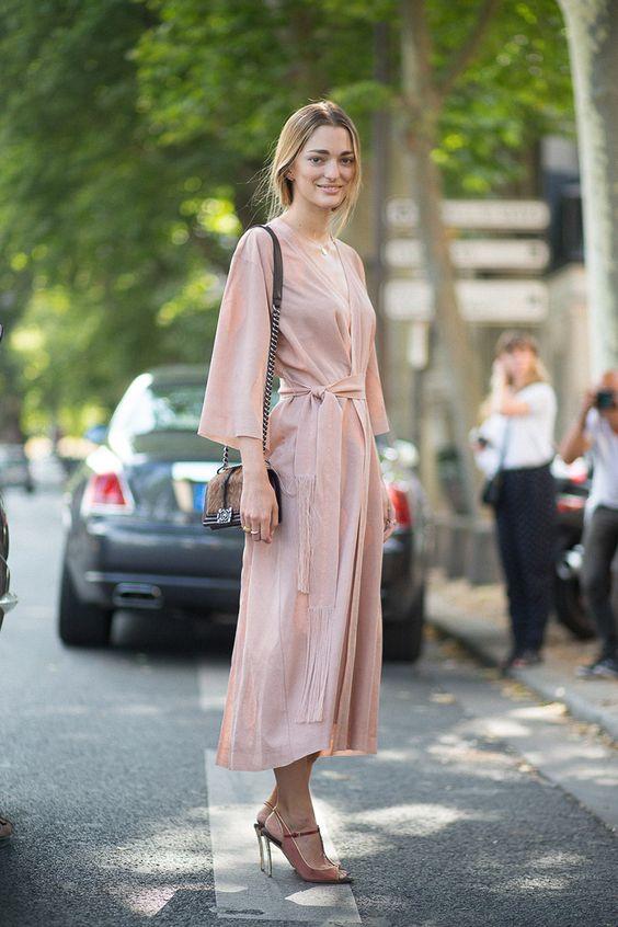 تسوقي منتجات الموضة المرفقة من أجمل موديلات فساتين زهرية ناعمة لمختلف المناسبات هذا الصيف.