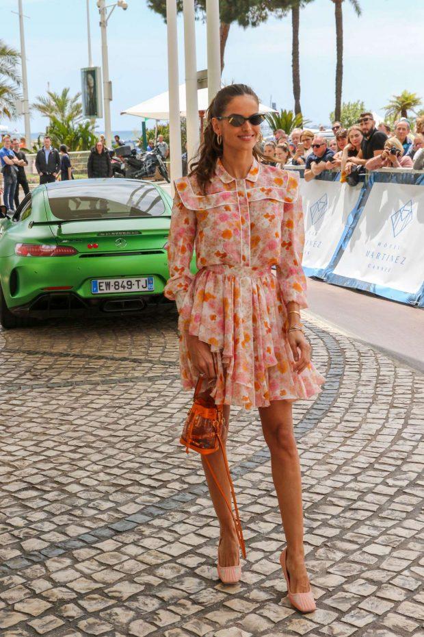 تسوقي منتجات الموضة المرفقة من أجمل تصاميم الأزياء والاكسسوارات لتحصلي على اطلالة ايزابيل جولارت.