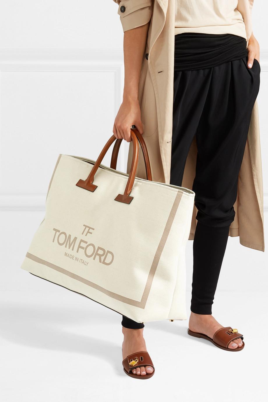 تسوقي منتجات الموضة المرفقة من أجمل حقائب يد مثالية للسفر من أحدث مجموعات الدور العالمية.