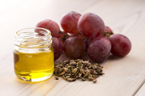 فوائد زيت بذور العنب لبشرتك