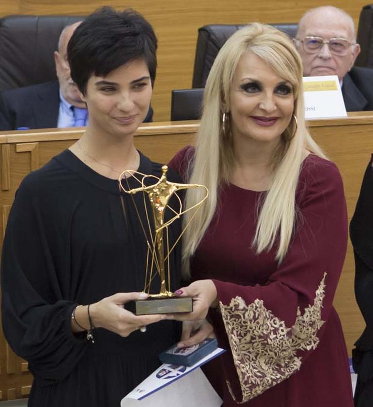 """توبا بيوكستون أفضل ممثلة في مهرجان """"Giuseppe Sciacca"""" الايطالي"""