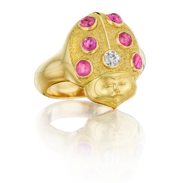 مجوهرات تحلق في سماء الأحجار الكريمة