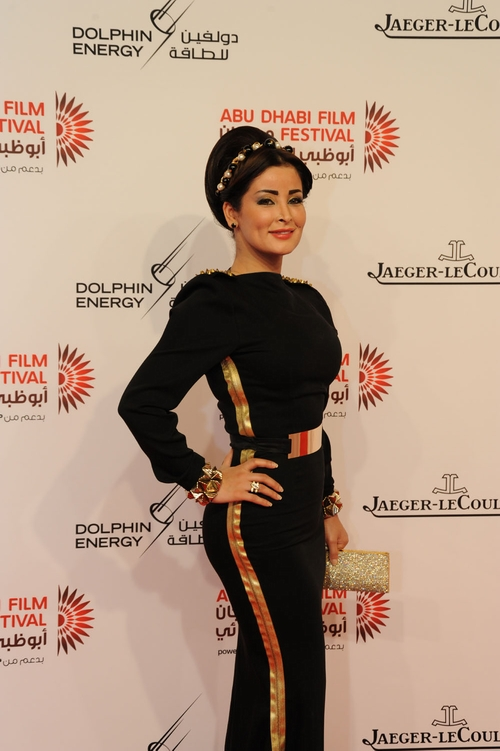 هل أعجبكم فستان مروة محمد؟