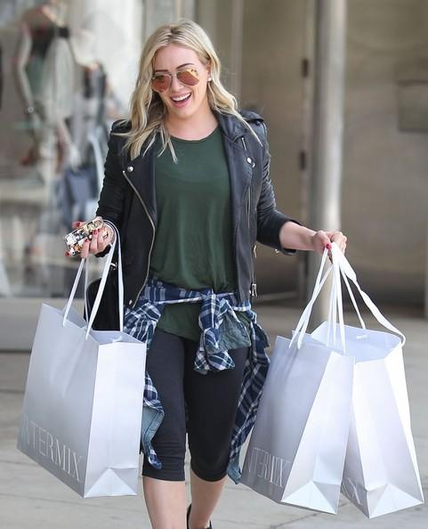 بالصور: هيلاري داف تتسوق في ويست هوليوود