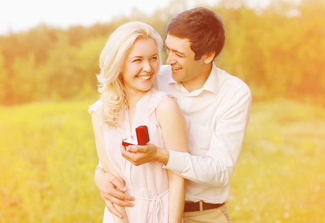 تتزوجيني يقولها الرجل بمجرد عثوره على فتاة أحلامه