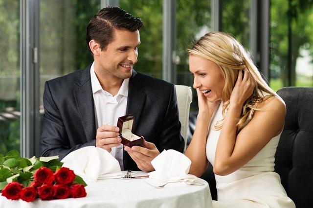 تتزوجيني يقولها الرجل عندما يجد فتاة أحلامه وبعد تفكير عميق في الإرتباط منها