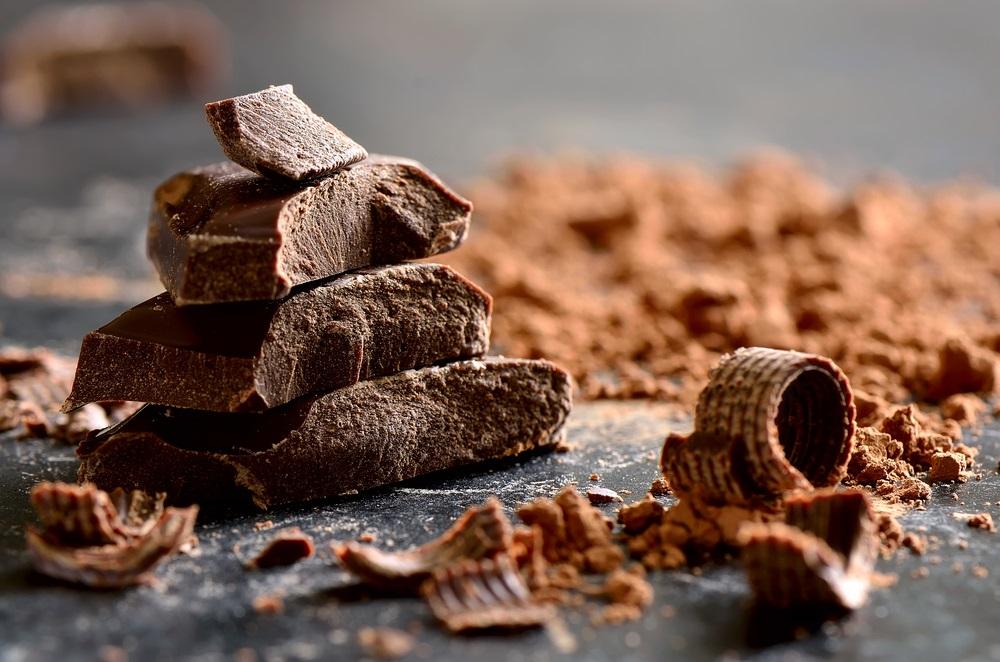 يسهم السكر الموجود في الشوكولاته في تحسين المزاج وتقليل الاكتئاب