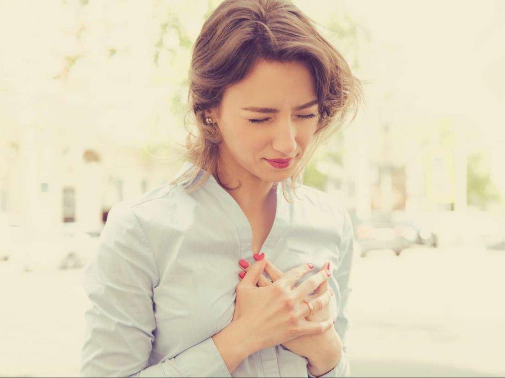 الم الصدر من اعراض امراض صمام القلب