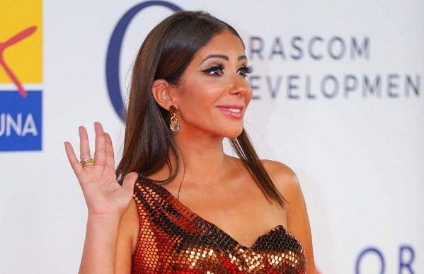 منى زكي تطرح بوستر فيلمها الصندوق الأسود وأحمد حلمي والنجوم يحتفلون بعودتها للسينما