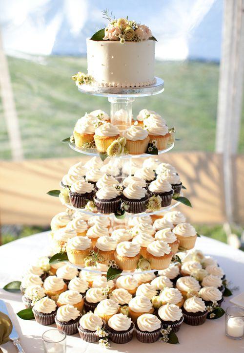 Best 25+ Wedding cupcakes display ideas on Pinterest   Cupcake ...