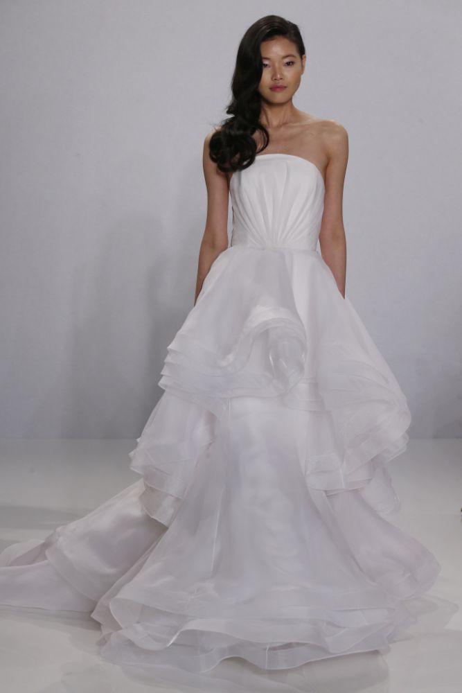 0fced1dfa89aa بالصور  أروع فساتين الزفاف المزينة بالكشكش! - مجلة هي