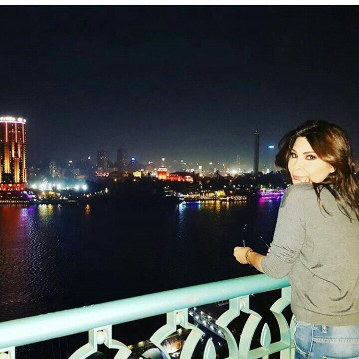 صور إليسا تكشف مفاجآتها الجديدة من القاهرة.. حماقي يستقبلها وتعلق على أزمة شيرين! - مجلة هي