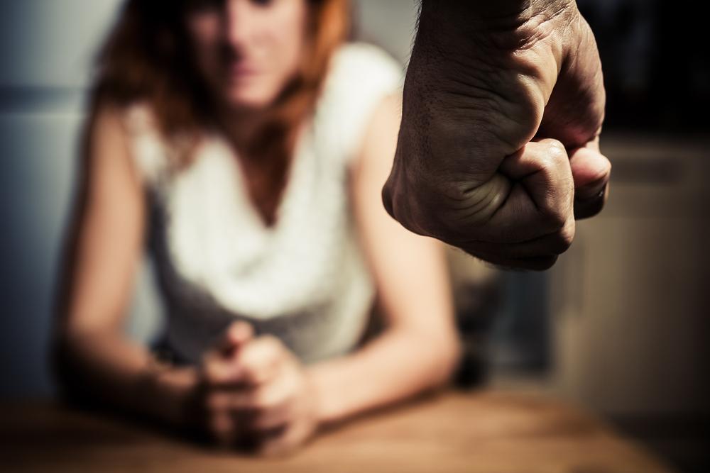 أسس التعامل الصحيح مع الزوج العدواني لتجنب عدوانيته