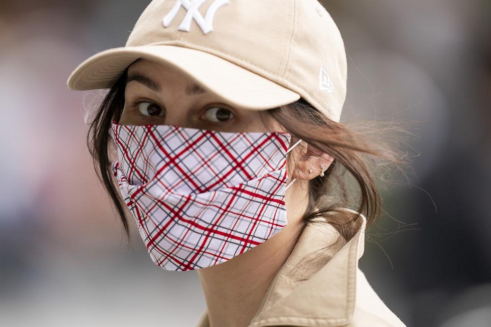 أولى الكمامة أول طرق الوقاية من فيروس كورونا