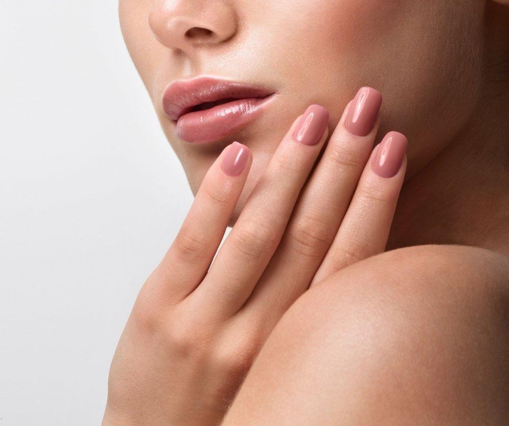 أهم اسباب تكسر الأظافر وكيفية علاجها بالطرق الطبيعية