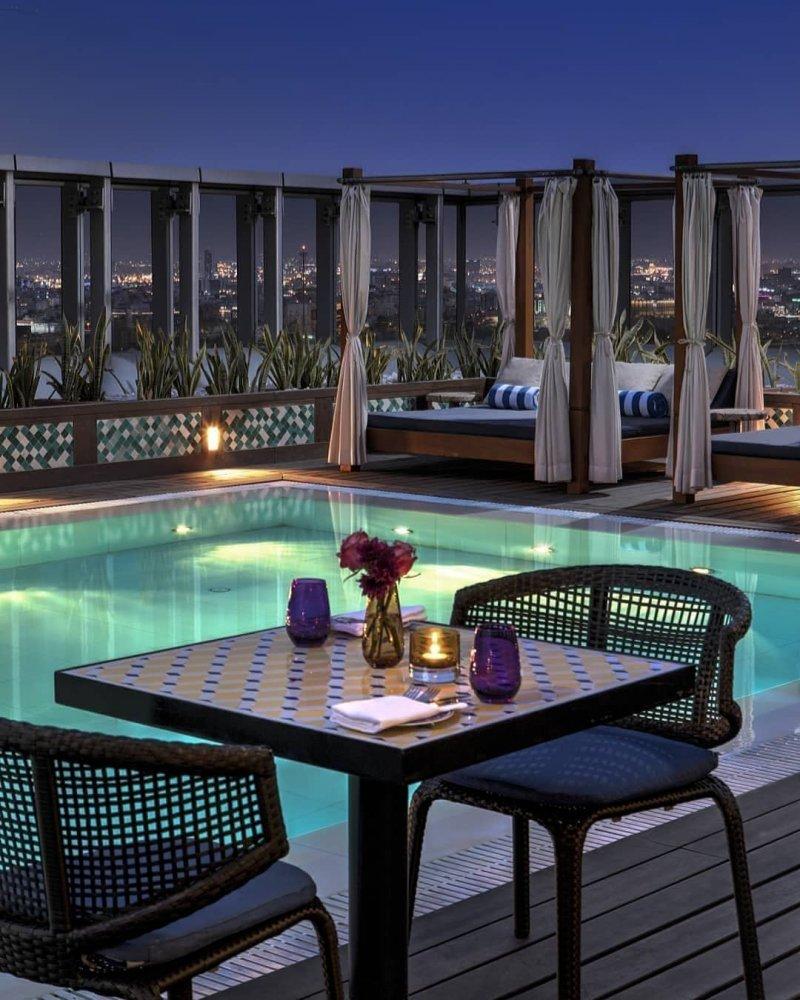 عشاء ساحر على المسبح وتجربة مميزة في  فندق أصيلة جدة
