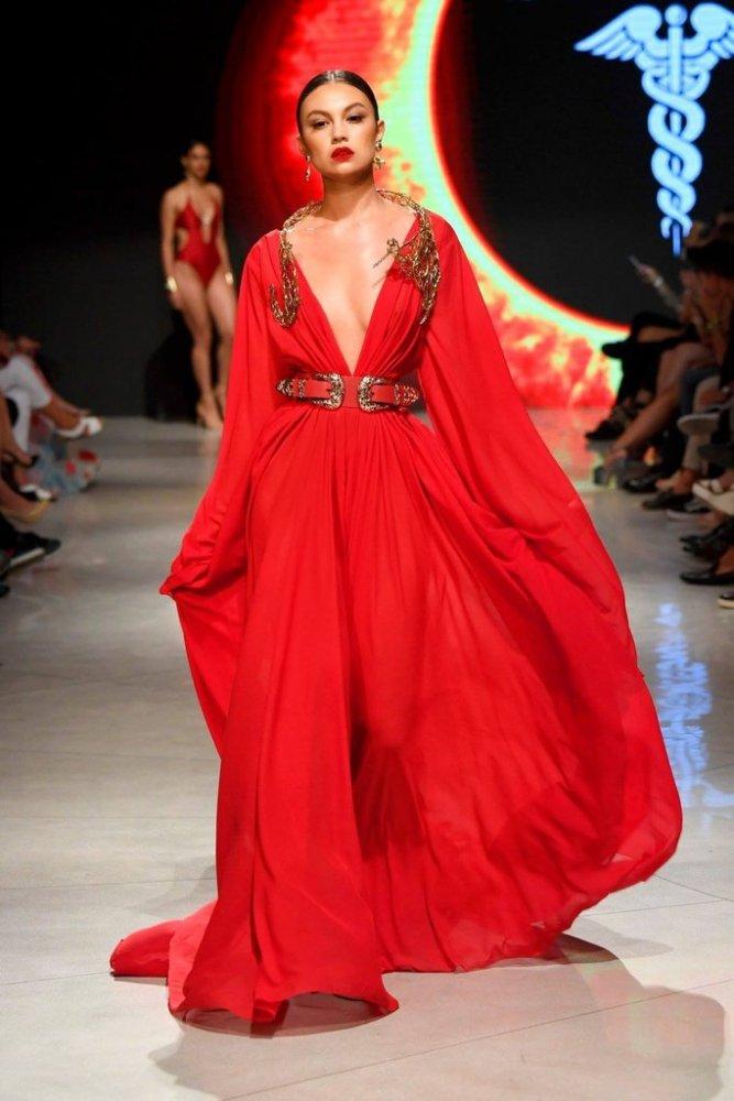 92f3b8ec9 مصممة الأزياء ستيفاني كوستيلو ل