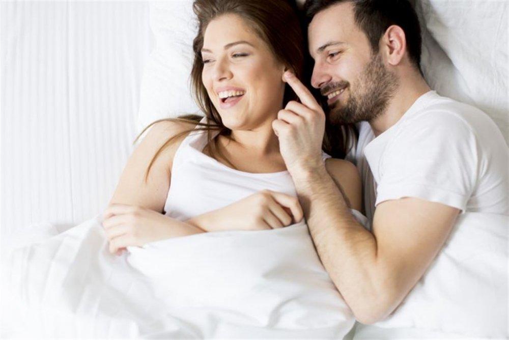 الانسجام في العلاقة الحميمة من الأمور التي ترضي الرجل في الحياة الزوجية