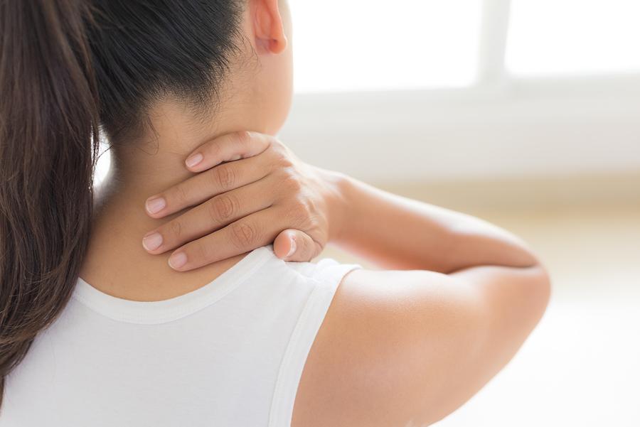مرض الكزاز يسبب تقلصات في عضلات الرقبة