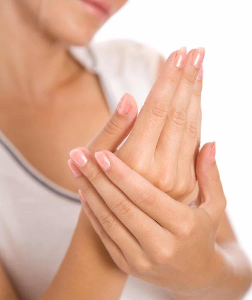 وصفات طبيعية لعلاج جفاف اليدين وتشققها