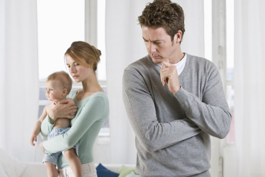 تصرفات تجعل زوجك يهرب من المنزل مثل الإنشغال عنه وإهمال وجوده في المنزل