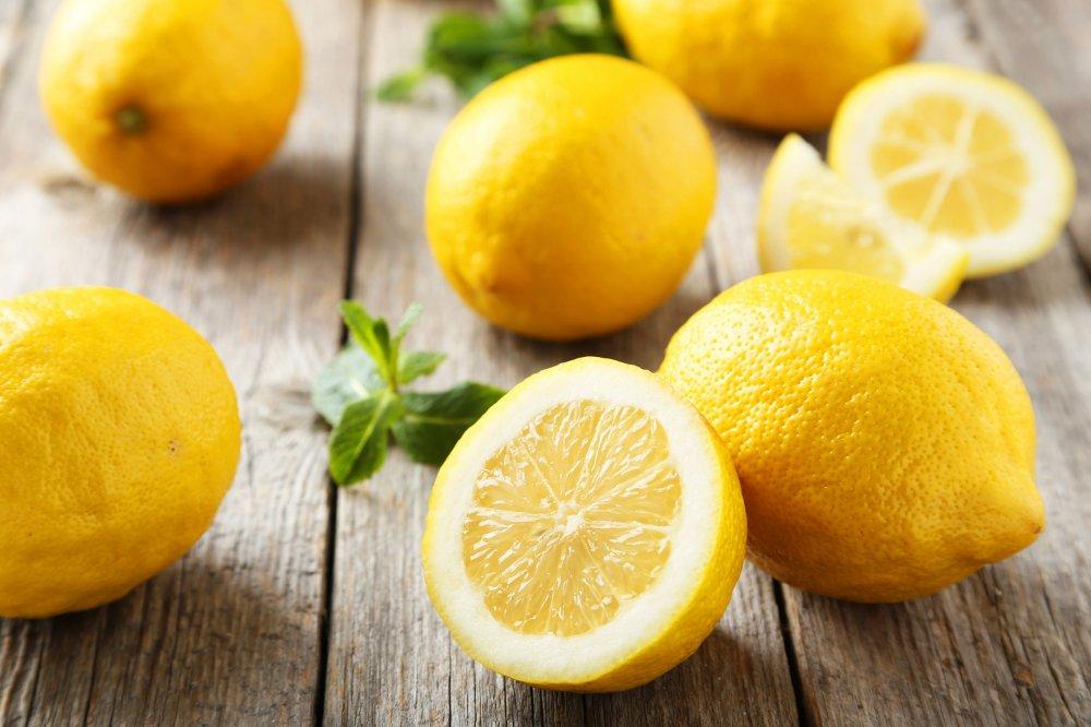 يحتوي الليمون على حمض الستريك وهو من مضادات الاكسدة القوية