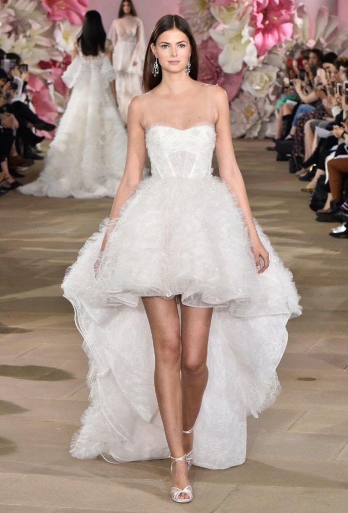 20fa0ad3b اجمل فساتين زفاف قصيرة ناعمة للعروس العصرية - مجلة هي