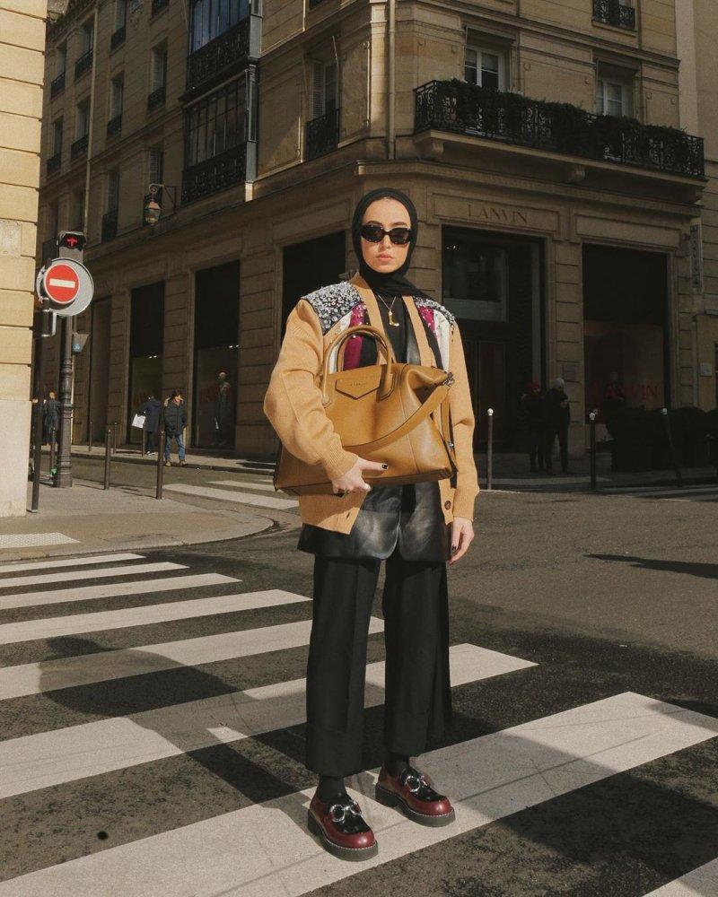 طرق تنسيق البنطلون الواسع مع الحجاب بطريقة لينا الغوطي