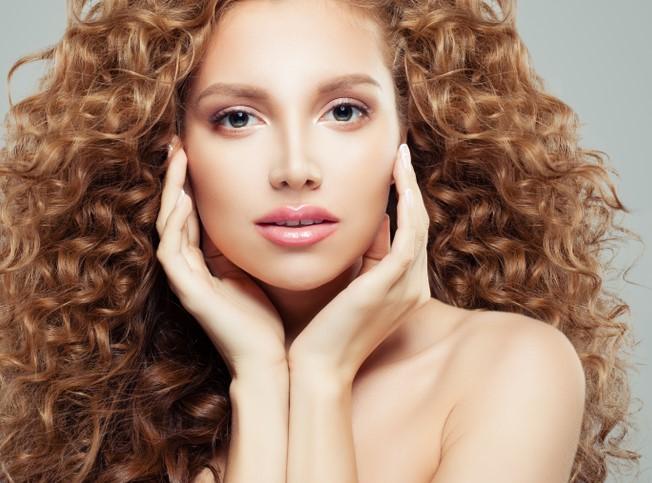 نصائح جمالية عند استخدام طريقة النشا وحليب جوز الهند لتنعيم وفرد الشعر الكيرلي