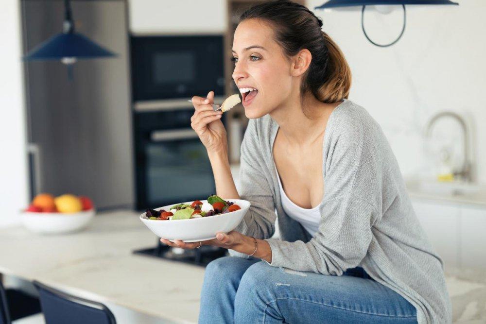 ارتبط معدل الأكل الأسرع بشكل كبير مع ارتفاع مؤشر كتلة الجسم ومحيط الخصر