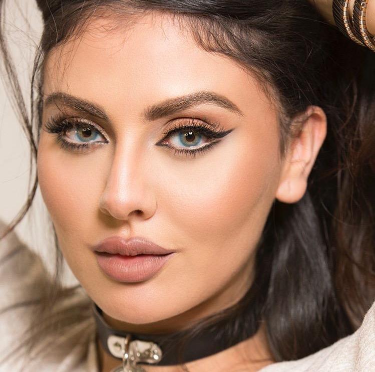 أجمل إطلالات مكياج مريم حسين بأنامل حنان النجادة - مجلة هي
