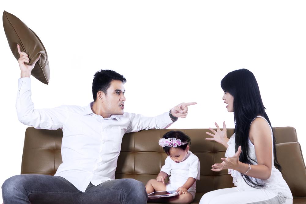 انت سخيف او غبي من العبارات السلبيه التي لاتقوليها لزوجك امام الاطفال
