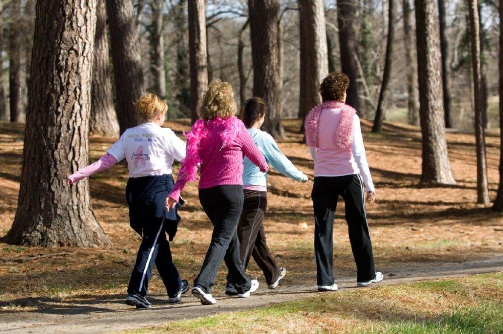 من فوائد المشي أنه يساهم في محاربة سرطان الثدي