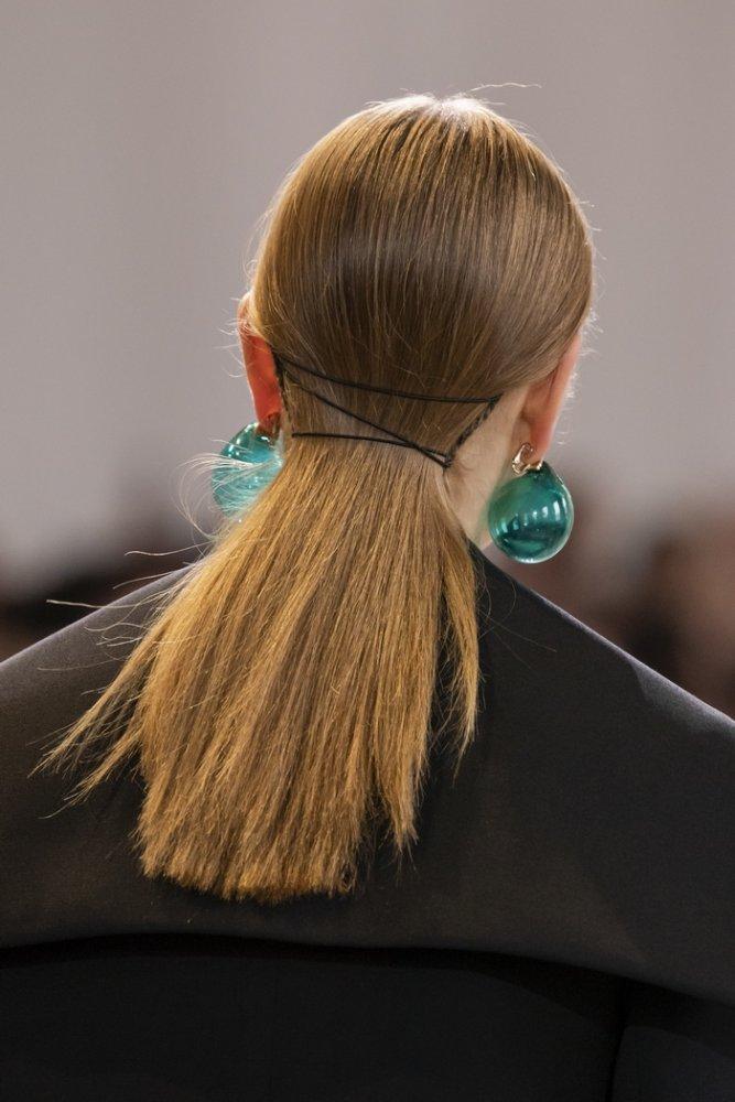 احدث اكسسوارات شعر شبابية يمكن استخدامها اثناء الحجر المنزلي من Nina Ricci