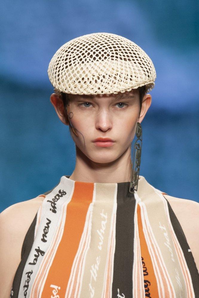 اكسسوارات شعر 2020 مع قبعات الشبك من Anteprima