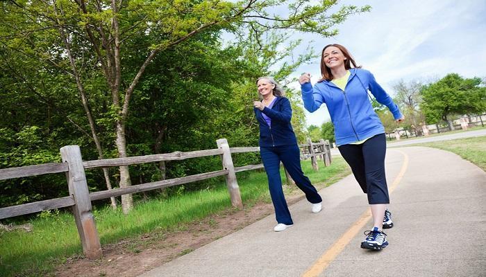 المشي يحسن قدرات الدماغ لدى البالغين وكبار السن