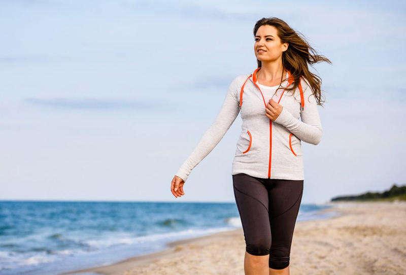المشي يعالج تأخر القدرات المعرفية ويحسن صحة الدماغ