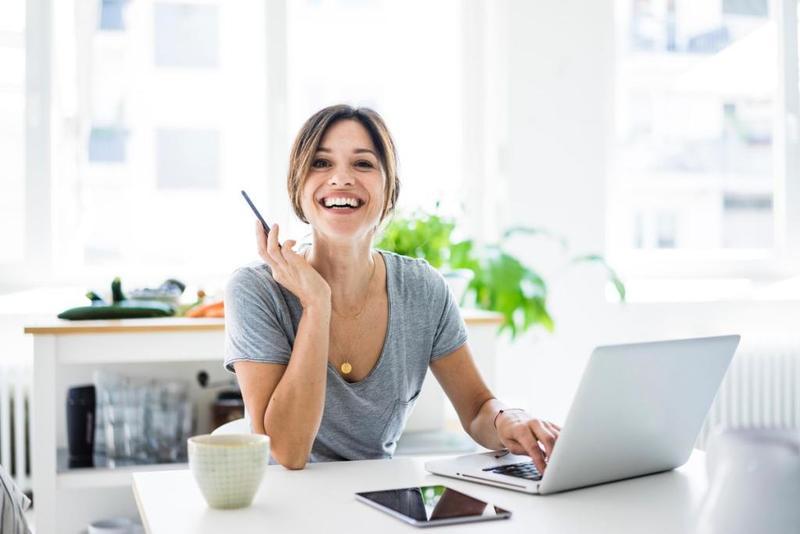 العمل يقي المرأة من ضعف التركيز ويعزز مهارات الدماغ