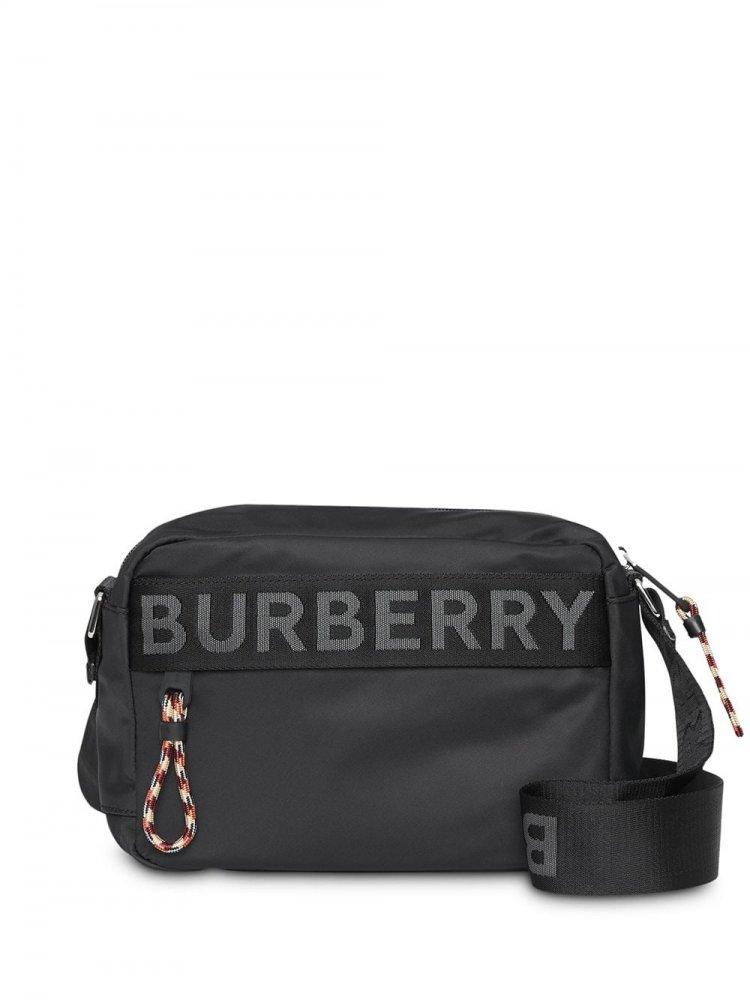 b449f023ce989 حقائب يد أنيقة وعملية للرجل في السفر والرحلات - مجلة هي