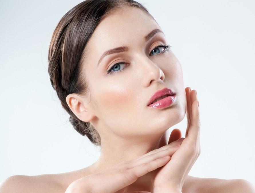 ماسك الكركم واللبن مفيد للبشرة بالطريقة المقمة للحصول على بشرة مفعمة بالحيوية