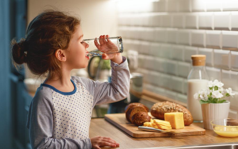الهبوط اثناء الصيام للاطفال يستوجب الاهتمال الشديد بتناولهم وجبة السحور والاكثار من شرب السوائل