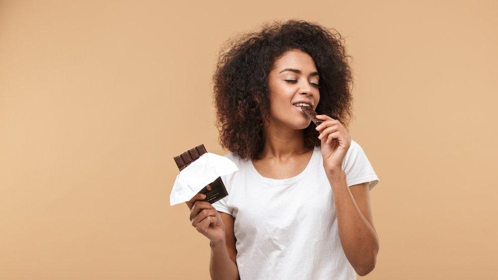 الشوكولاته الداكنة تعزز الحالة الصحية للاعصاب
