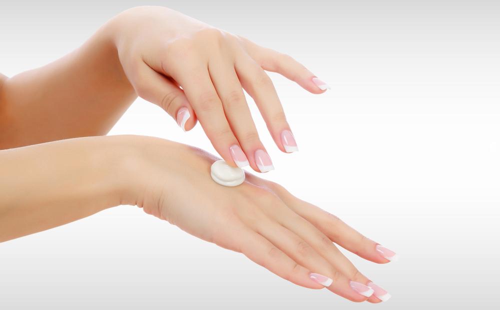 اللبن يساعد على تفتيح لون اليدين