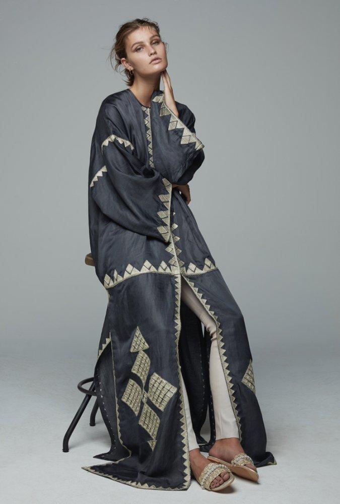1448c6d5c مصممة الأزياء العمانية بثينة الزدجالي تطلق مجموعة عبايات خاصة  بعلامتهاBthaina Oman لأول مرة - مجلة هي